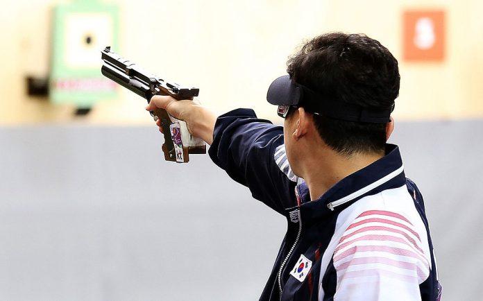 mơ-thay-sung-dan Nằm mơ thấy súng đạn đánh đề con gì? Xui xẻo hay may mắn?