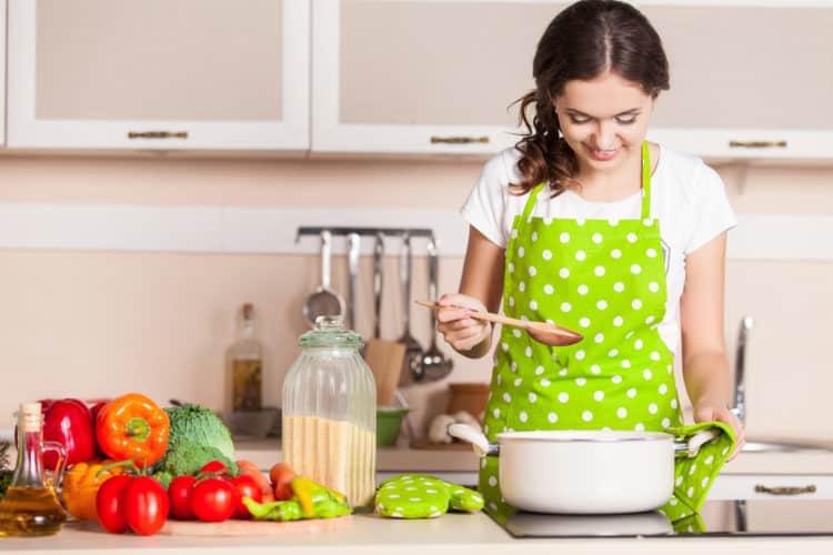 mo-thay-nau-an Mơ thấy nấu ăn đánh lô đề con gì? Điềm báo là gì?