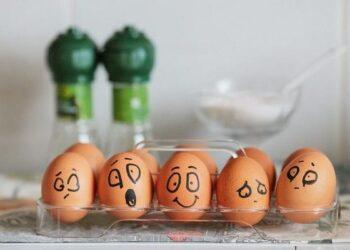 nằm mơ thấy trứng gà vịt đánh con gì